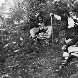 Doda NB9020 72 B Macedonia. Men of Shtrirovica conversing on a hillside.