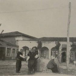 FMG004: A market square in Tirana, Albania (photo: Friedrich Markgraf, 1924-1928).
