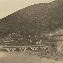 FMG021: The Gorica Bridge and quarter at Berat, Albania (photo: Friedrich Markgraf, 1924-1928).