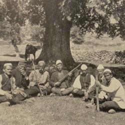 FMG026: Group of men at Shënepremte (Lenias) in the Gramsh region of Albania (photo: Friedrich Markgraf, 1924-1928).